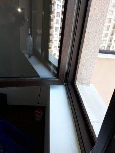 Кафява дограма и стъкла - почистени.