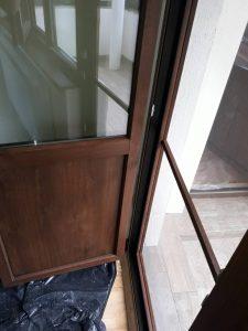 Почистена след ремонт врата.