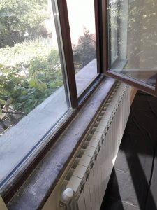 Замърсени от ремонт прозорци.