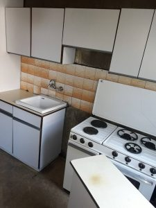 Почистена стара кухня.