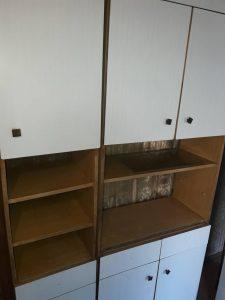 Почистени стари кухненски шкафове.