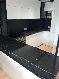 Почистена ремонтирана кухня.