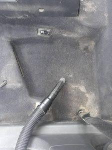 Силно замърсена кола.