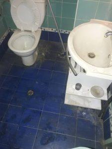 Силно захабена баня.