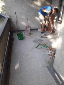 Почистване на тераса.