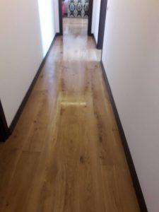 Почистен коридор - паркет.