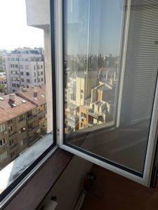 Почистен прозорец - дограми и стъкла.