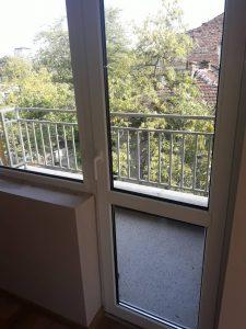 Отстранени замърсявания след ремонт на дограми и стъкла на прозорци.