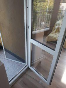 Почистени прозорци и врата след ремонт.