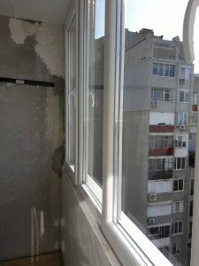 Почистени след саниране стъкла и дограми на прозорци.
