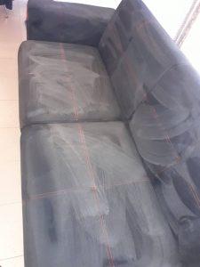 Пране на диван - с нанесен препарат.