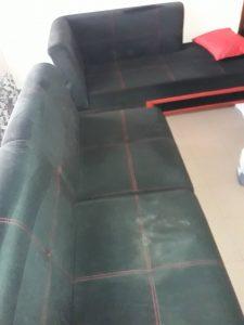 Замърсен диван.