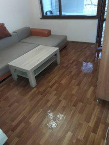 Основно почистен апартамент.