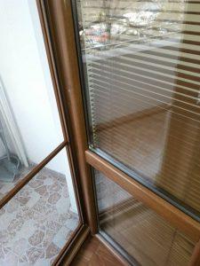 Почистени прозорци, дограми, стъкла, щори.