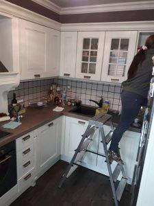 Почистване на кухня.