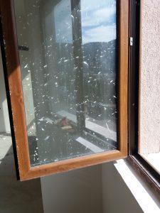 Прозорец след строителния дейности.