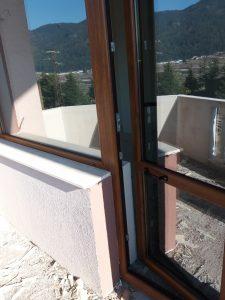 Почистени след строеж дограма и стъкла.