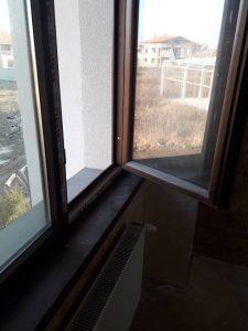 Замърсени прозорци.