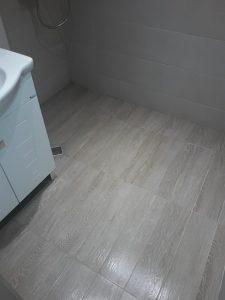 Почистена след ремонт баня.
