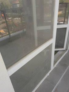 Замърсени при ремонт прозорци.
