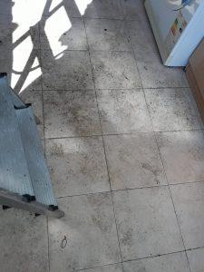 Замърсена кухня.