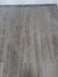 Замърсен със строителен прах под.