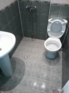 Почистен санитарен възел.