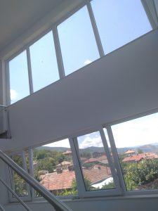 Почистени прозорци на къща.