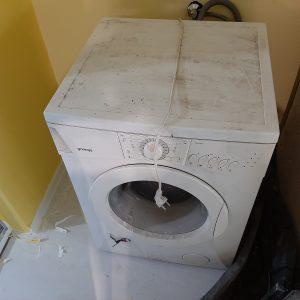 Замърсена пералня.