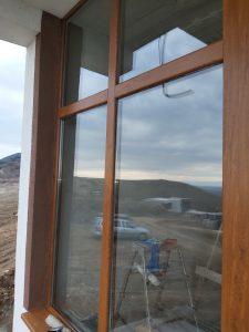 Почистени прозорци на тераса.