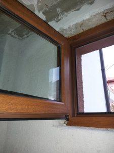 Почистени дограма, гумени уплътнения, стъкло на брозорец на санитарен възел.