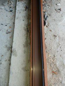 Почистени дограма и гумени уплътнения на врата на тераса.