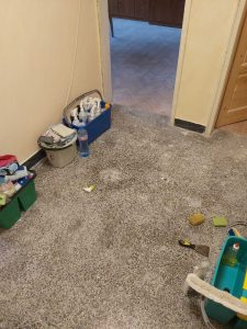 Замърсена мозайка в коридор.