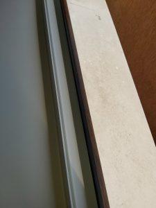Почистена дограма на прозорец.