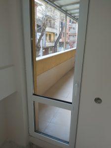 Премахнати фолиа от врата на тераса, почистени дограми и стъкла.
