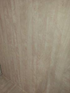 Почистена дървена облицовка на стени.