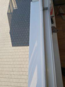 Почистен перваз и дограма на прозорец.