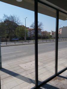 Почистена стъклена фасада на магазин на бул. Руски в Пловдив.