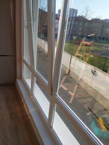 Двустранно почистен прозорец, с перваз.