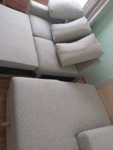 Машинно изпрана тапицерия на мека мебел.