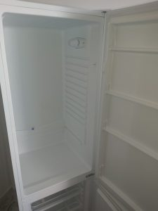 Почистен хладилник.