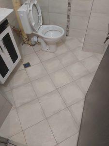 Почистена баня и санитарен възел след ремонт.