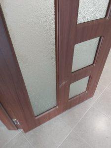 Замърсена при ремонт интериорна врата.