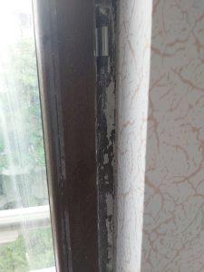 Замърсен прозорец след ремонт.
