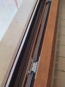 Почистени дограми на прозорци.