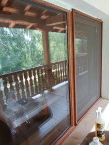 Почистени дограми, стъкла и комарници.