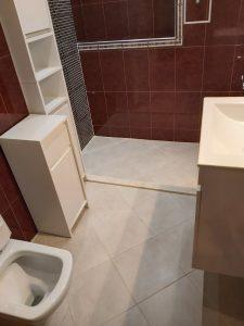 Почистена баня, след строителни дейности.