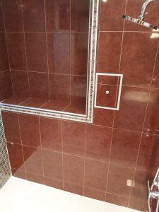 Почистени стени на нова баня.