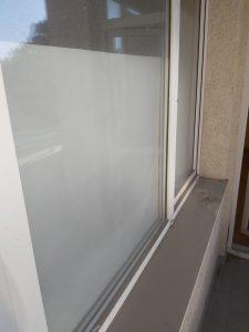Замърсени прозорци след строителна дейност.