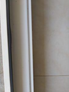 Почистени улей на дограма на врата и под на тераса.